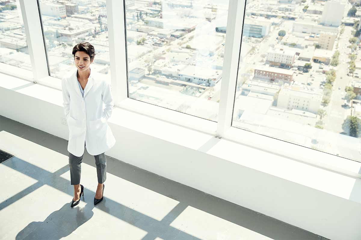5 Benefits to Wearing Your Lab Coat