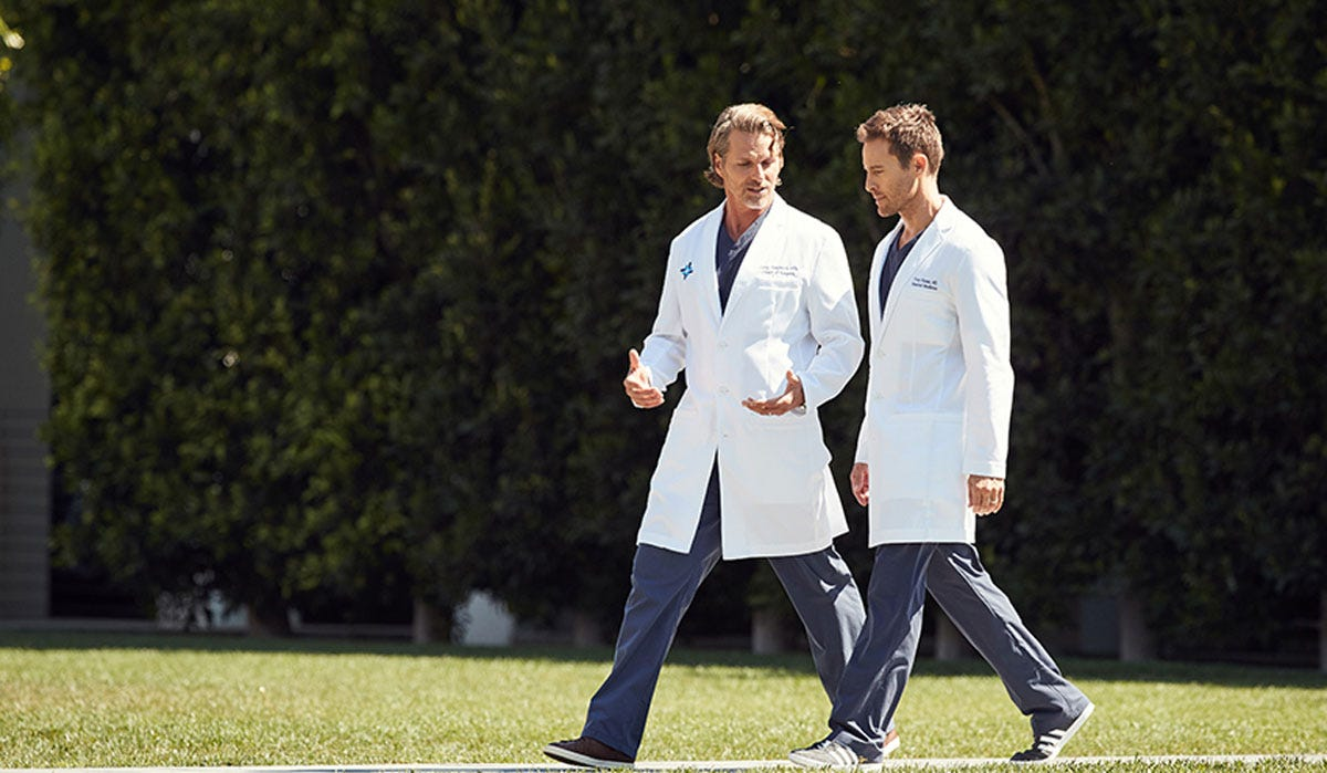 Doctors Attire: Your Guide To Crisp Professionalism and a Quality White Coat